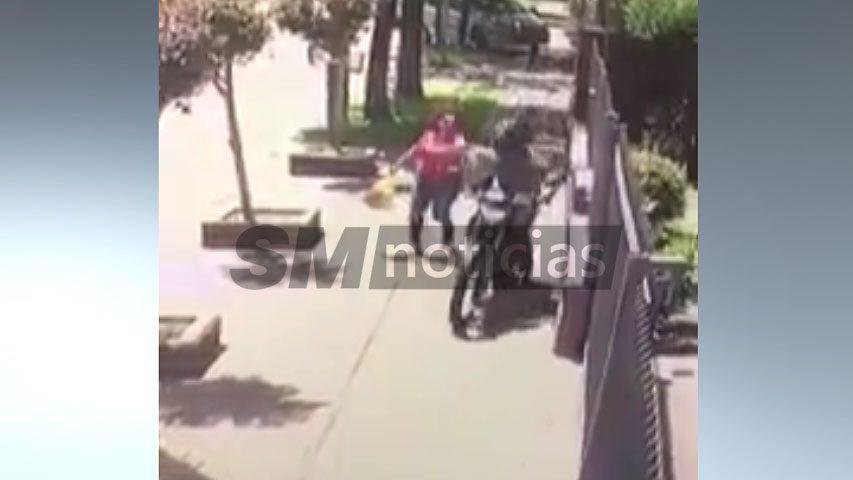 Motochorro hirió a una mujer al robarle la cartera en Castelar