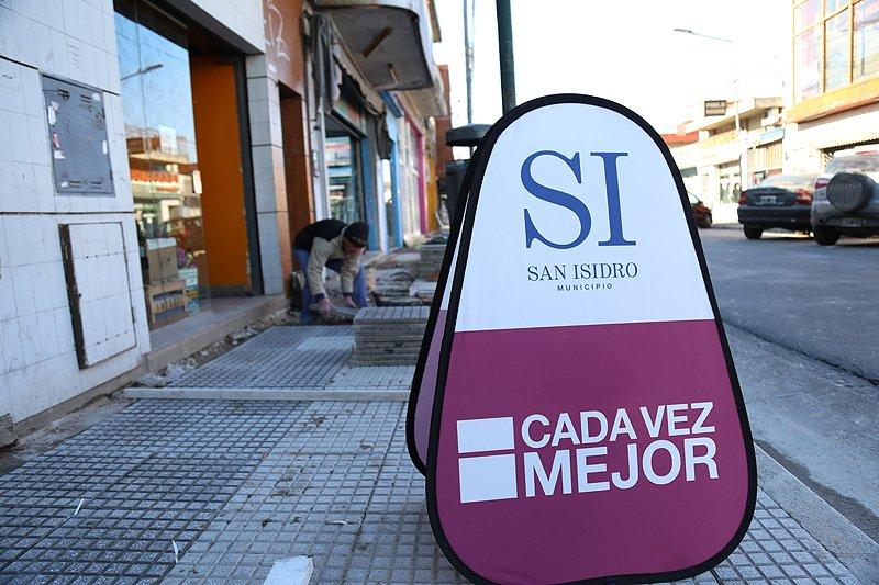 La Comuna construye nuevas veredas en el centro comercial de Villa Adelina - SMnoticias