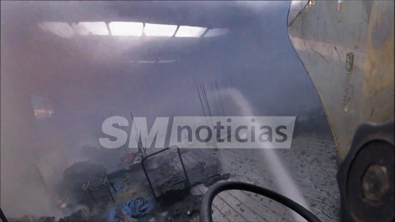 Se incendió un depósito en San Martín y los Bomberos lo transmitieron en directo