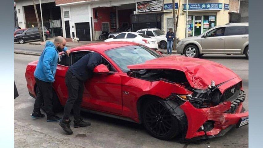 Mecánico chocó un Mustang valuado en 70 mil dolares en Villa Adelina