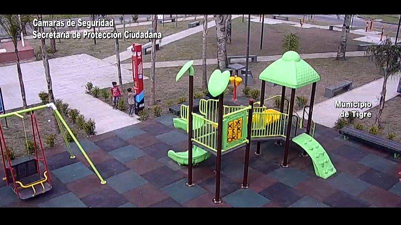 Desde un tótem de seguridad, niños alertaron sobre un hombre ebrio que los amenazaba en una plaza de Benavídez