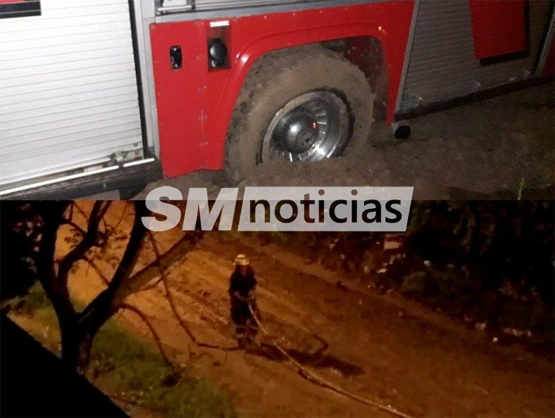En pleno incendio, Bomberos se quedaron atascados en los barrizales de José C. Paz