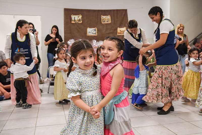 Los jardines maternales municipales de San Fernando festejaron el Día de la Tradición - SMnoticias