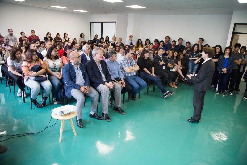 La UNAHUR presentó línea de becas para promover ingenierías e informática en mujeres