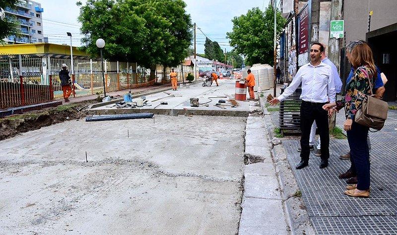 El intendente Tagliaferro recorrió obras de repavimentación en Haedo - SMnoticias