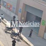 Evacuaron hipermercado por un hombre que volvió del exterior y violó la cuarentena: Agredió a la Policía