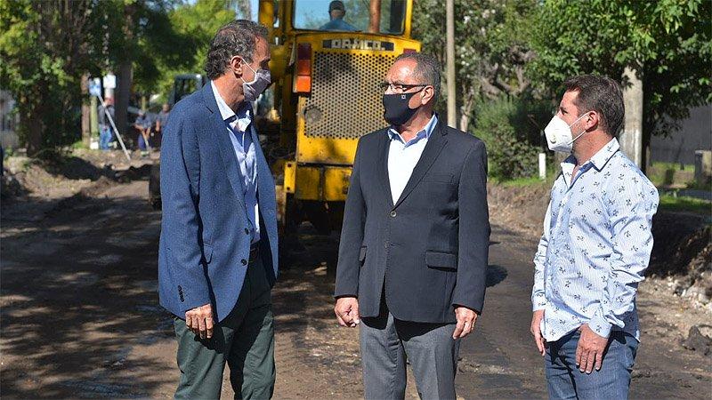 Descalzo y Katopodis recorrieron obras en el barrio Las Cabañas